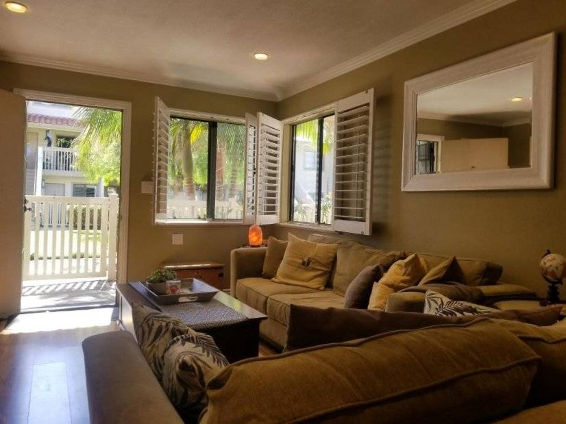 image 2 furnished 1 bedroom Townhouse for rent in Huntington Beach, Orange County