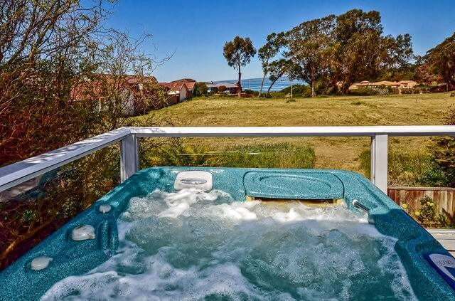 Hot tub on upper deck - **currently being repaired**
