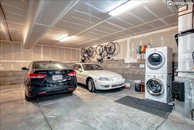 Laundry machine in garage (free)