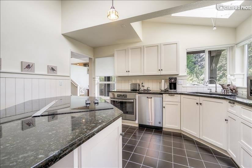 image 17 furnished 5 bedroom House for rent in West Linn, Portland Area