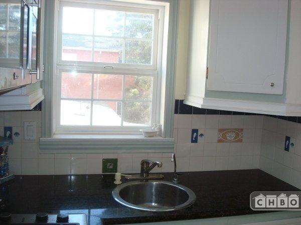 Kitchen sink with filter water dispenser