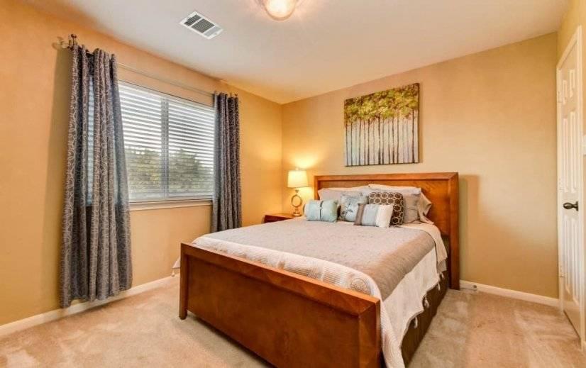 Back guest bedroom