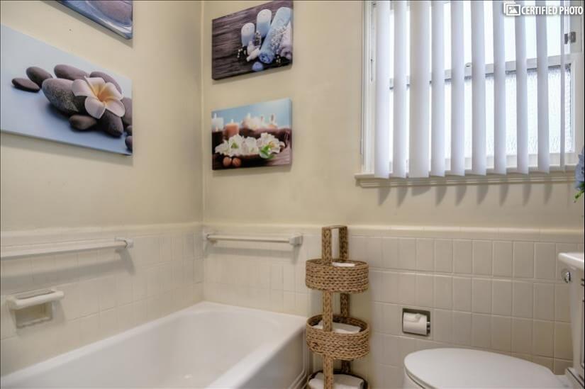 Separate Bath Tub