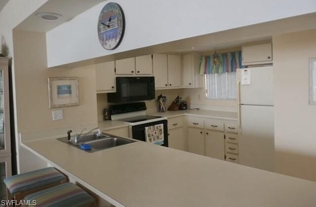 Full kitchen with lots of counter space.