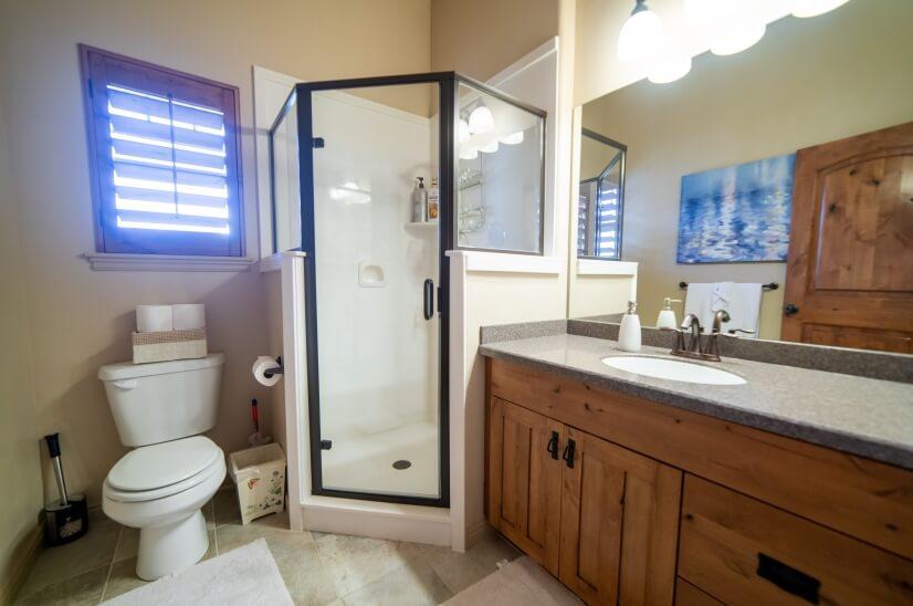 Bathroom 1, upstairs