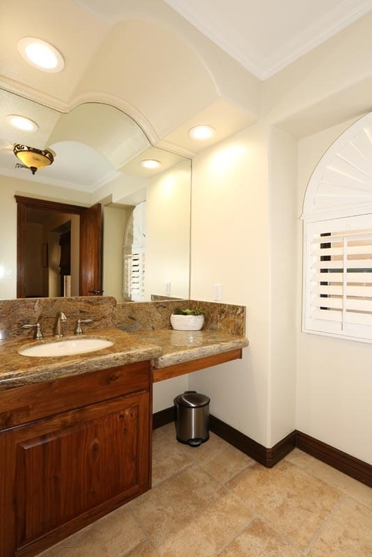 2nd bedroom bath area