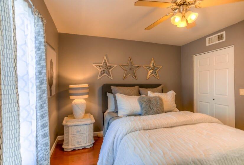 Hall Bedroom #2 Queen size bed