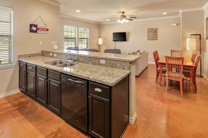 image 5 furnished 4 bedroom Townhouse for rent in College Station, North Central TX
