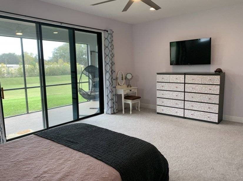 Master bedroom with access to Lanai.