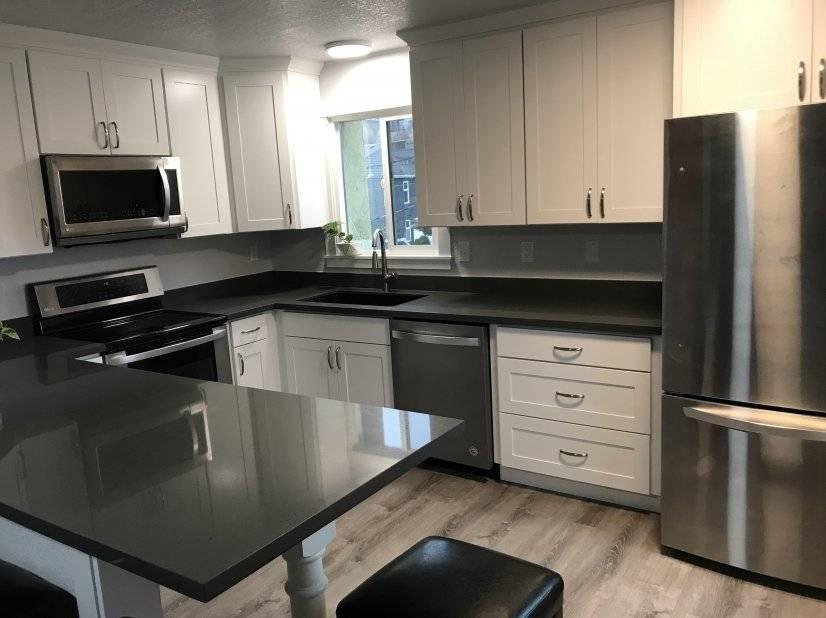 Kitchen with plenty of quartz counter & eating bar w/stools