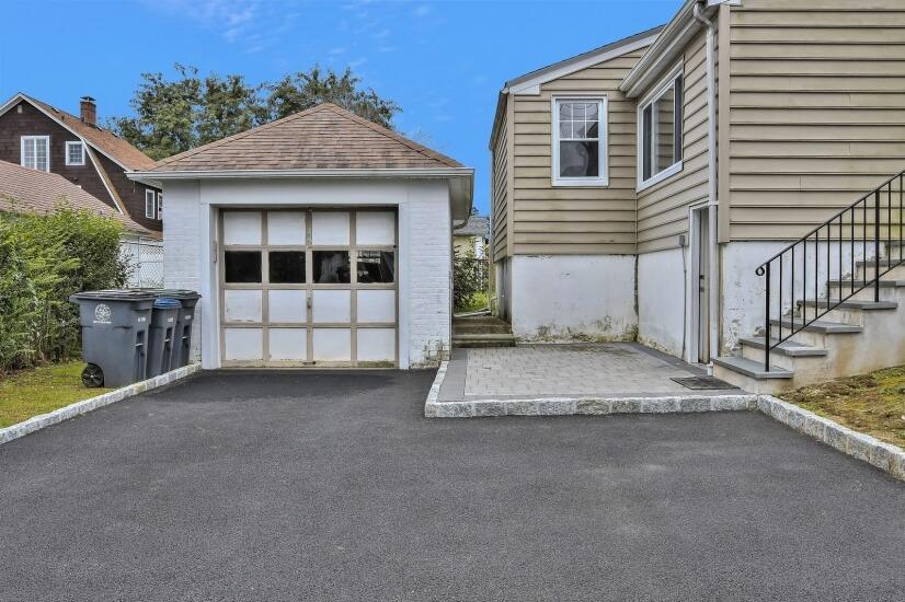 Private Driveway & Garage