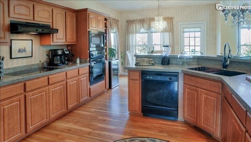 Gourmet kitchen, wine cooler and ceramic cooktop