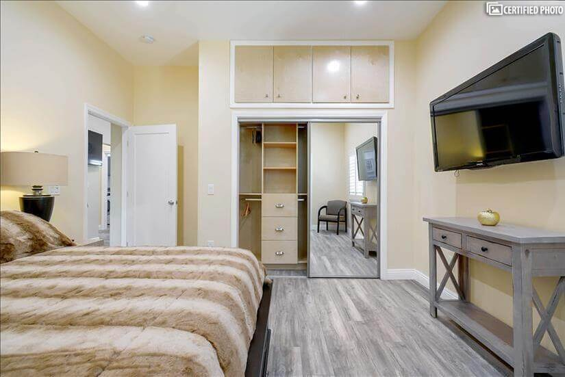 Flat screen  TV and spacious closet in master bedroom 2