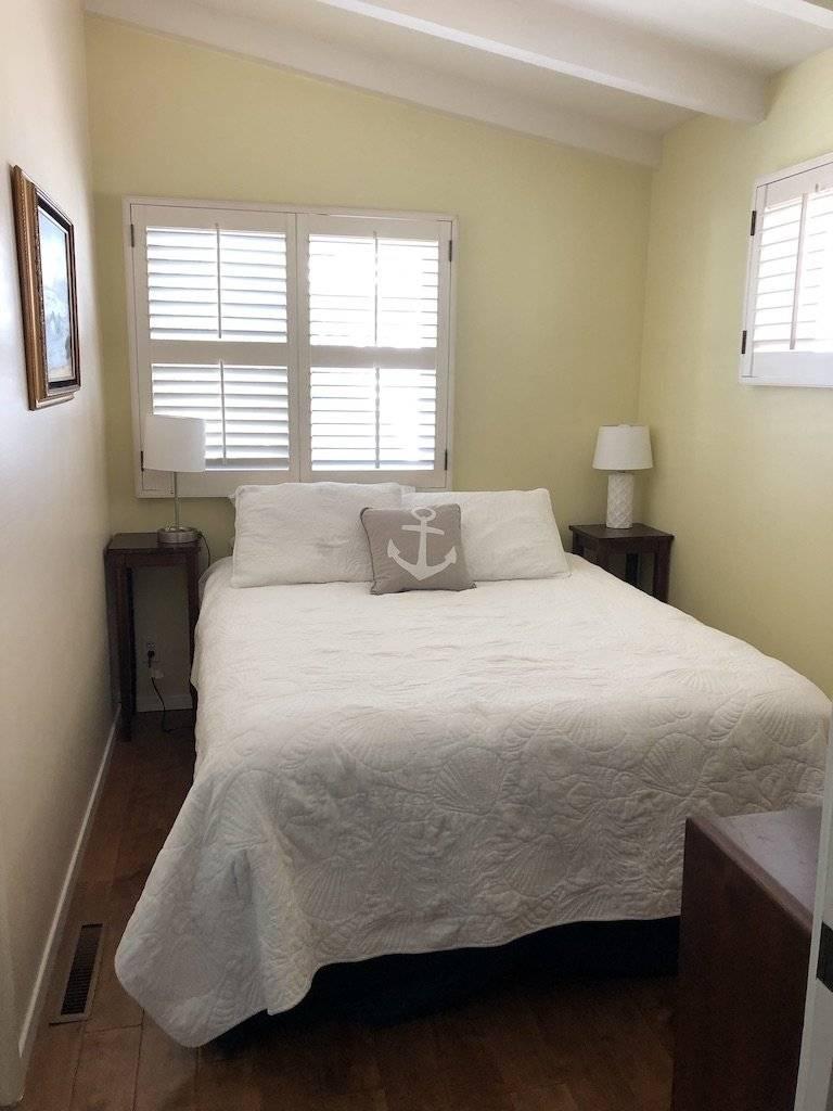 Tandem room queen bed