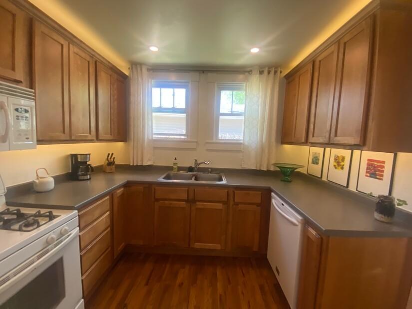 Full modern kitchen.