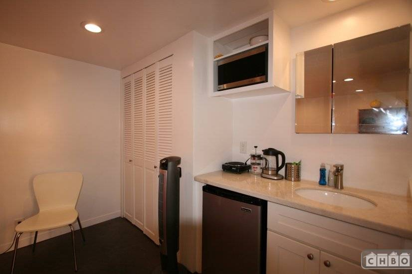 image 2 furnished Studio bedroom Hotel or B&B for rent in Oakland Suburbs East, Alameda County