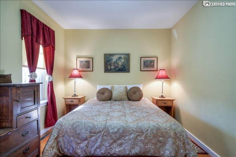 Fully furnished BR w/queen bed, dresser, nigh