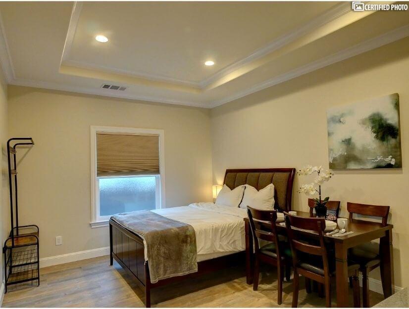 Studio B - Queen size bed, full bath, eating area.