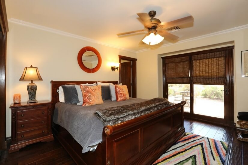 2nd Guest bedroom with king bed and private p