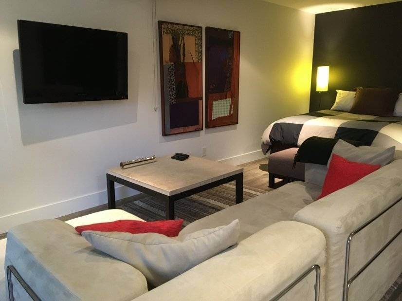 Welcome home to this Furnished Rental in Paci