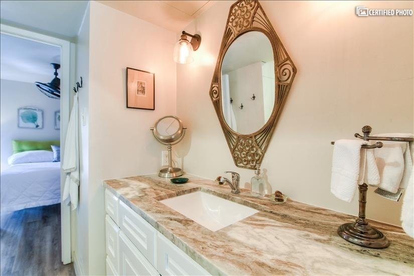 image 18 furnished 2 bedroom Townhouse for rent in Oak Lawn, Dallas