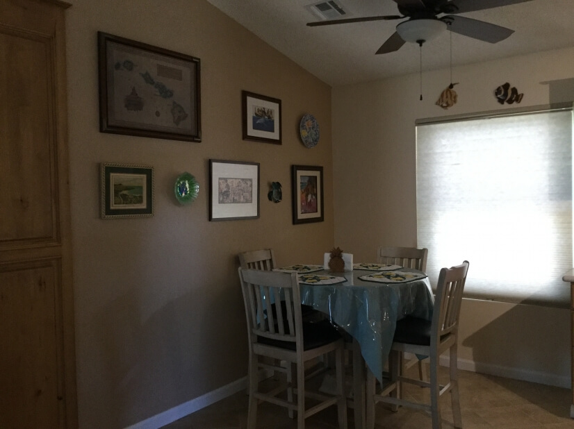 Open dining area off of kitchen