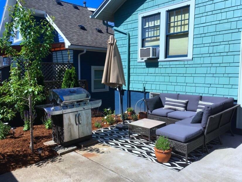 Beautiful outdoor patio, garden and bbq.