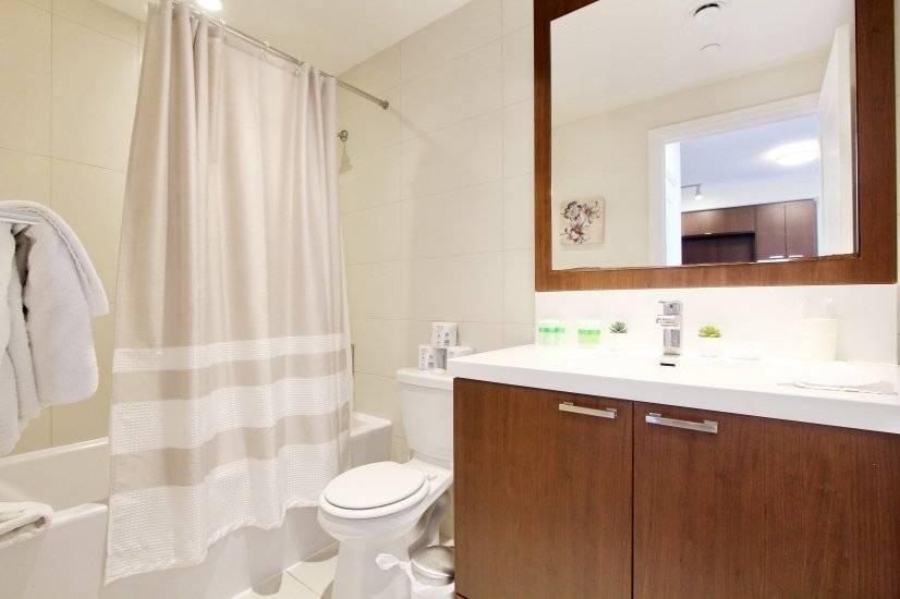 Bathroom, bathtub w/ shower