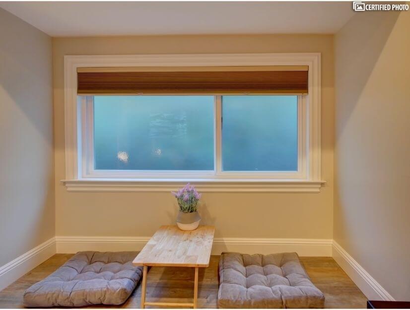 Studio C - Large box/bay window (6.7' x 3')