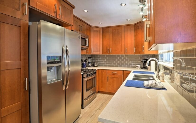Fully equipped kitchen with stainless applian