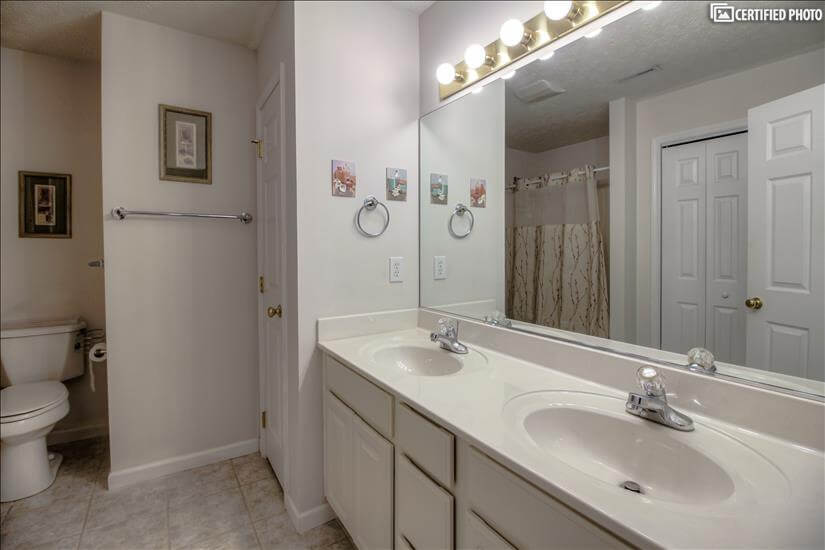 Double sink vanity & Full size closet for lin