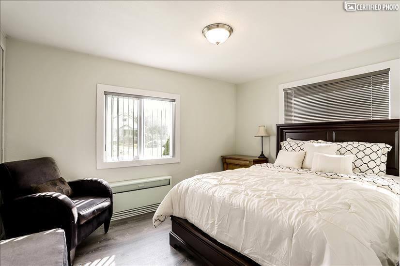 Master Bedroom with Queen Serta Mattress