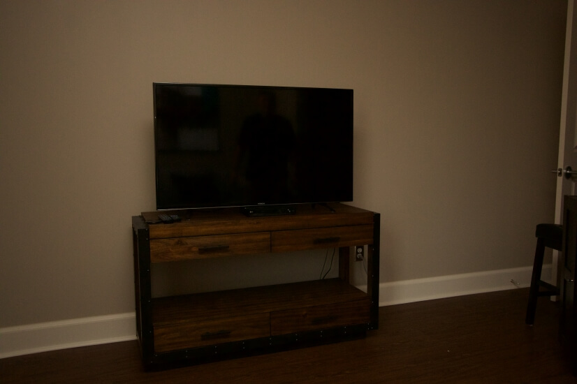 "49"" TV w/cable"