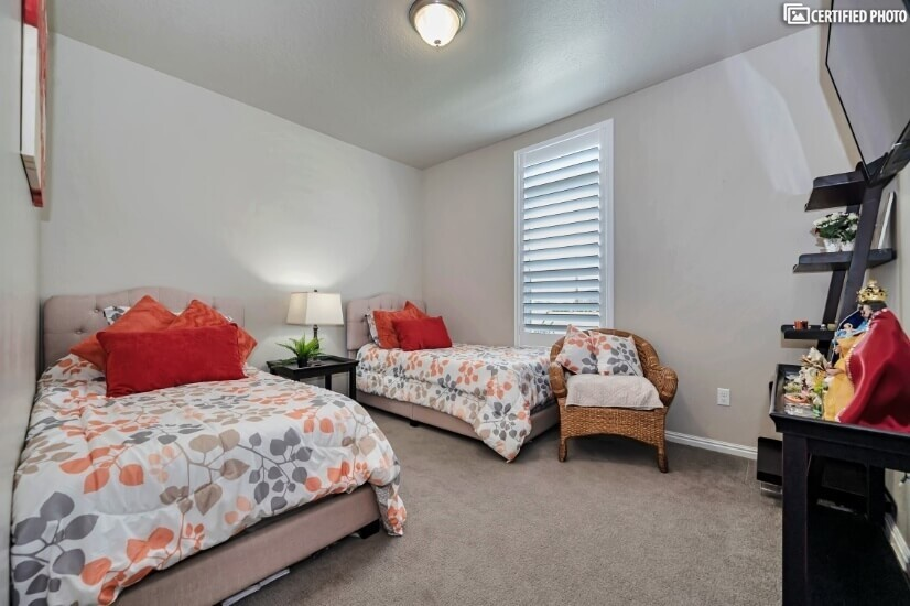Main Floor On-Suite with 2 Twin Beds