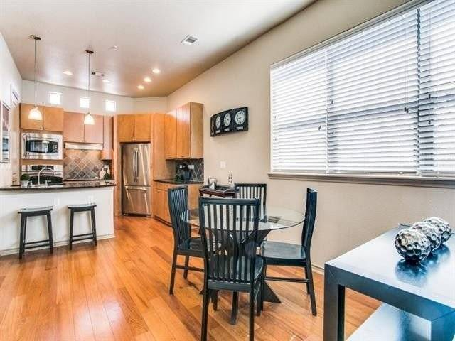 image 2 furnished 2 bedroom Townhouse for rent in Arlington, Tarrant County