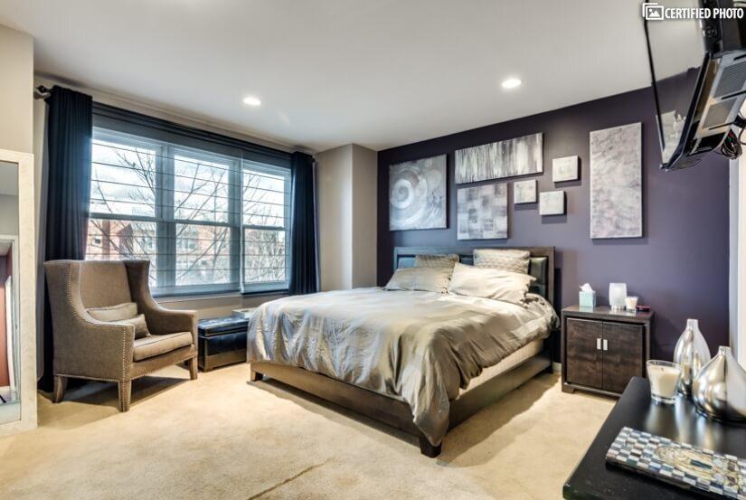 Huge Master Bedroom w/King Size Bed