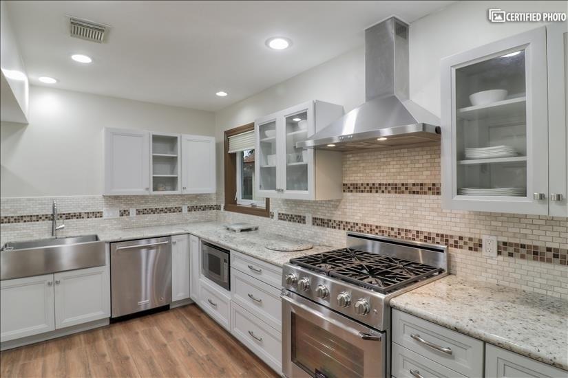 Kitchen - Decor Gas Range, High CFM Exhaust fan