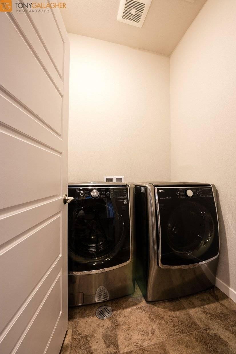 LG Mega capacity 5.2 turbo WIfi enabled Washer and Dryer
