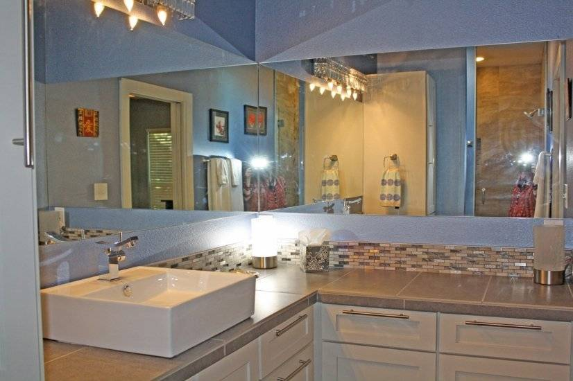 Large dressing area, decorator lighting and fixtures