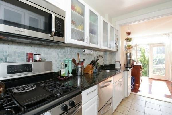 Beautiful, well stocked kitchen