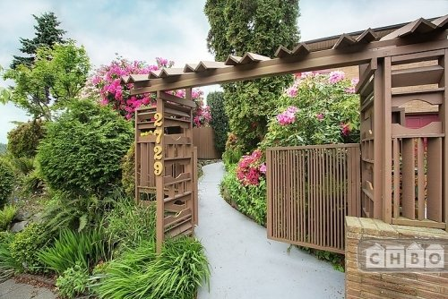 Gateway to Poolside Garden Res