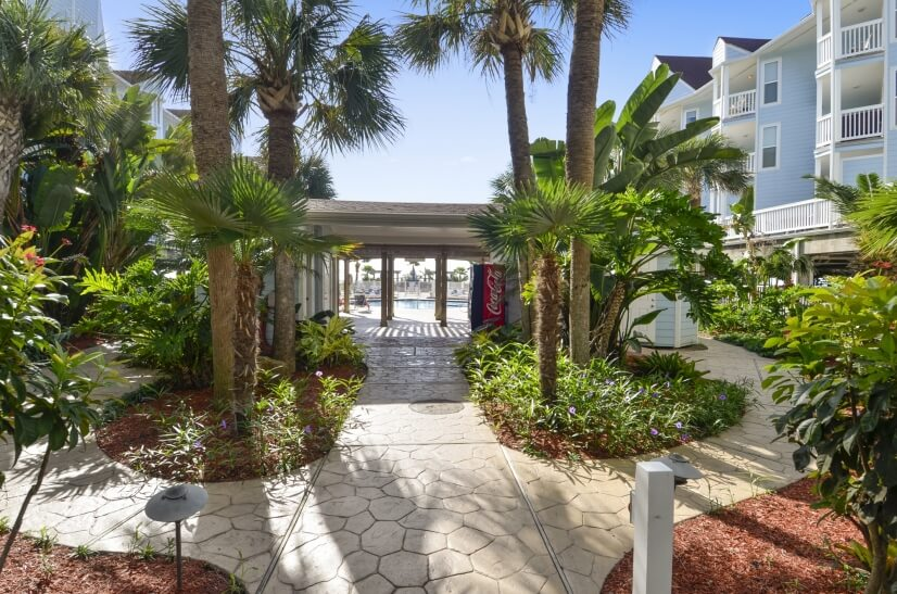 Seascape Resort - Courtyard & Vending Machine