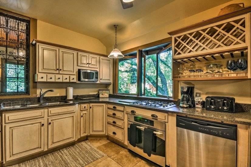 image 10 furnished 4 bedroom House for rent in Portland Southeast, Portland Area