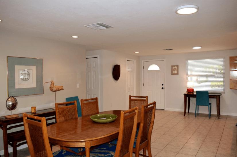 Dining / Entryway / Desk Area