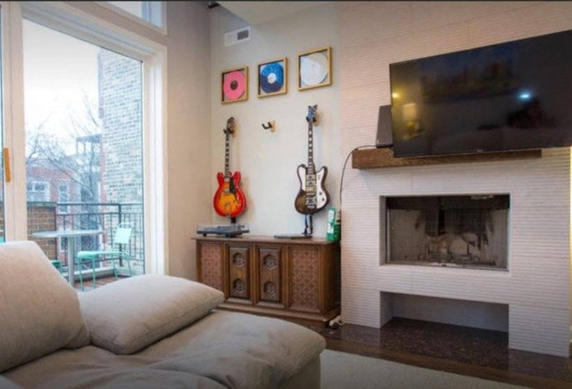 image 2 furnished 3 bedroom Townhouse for rent in West Town, West Side