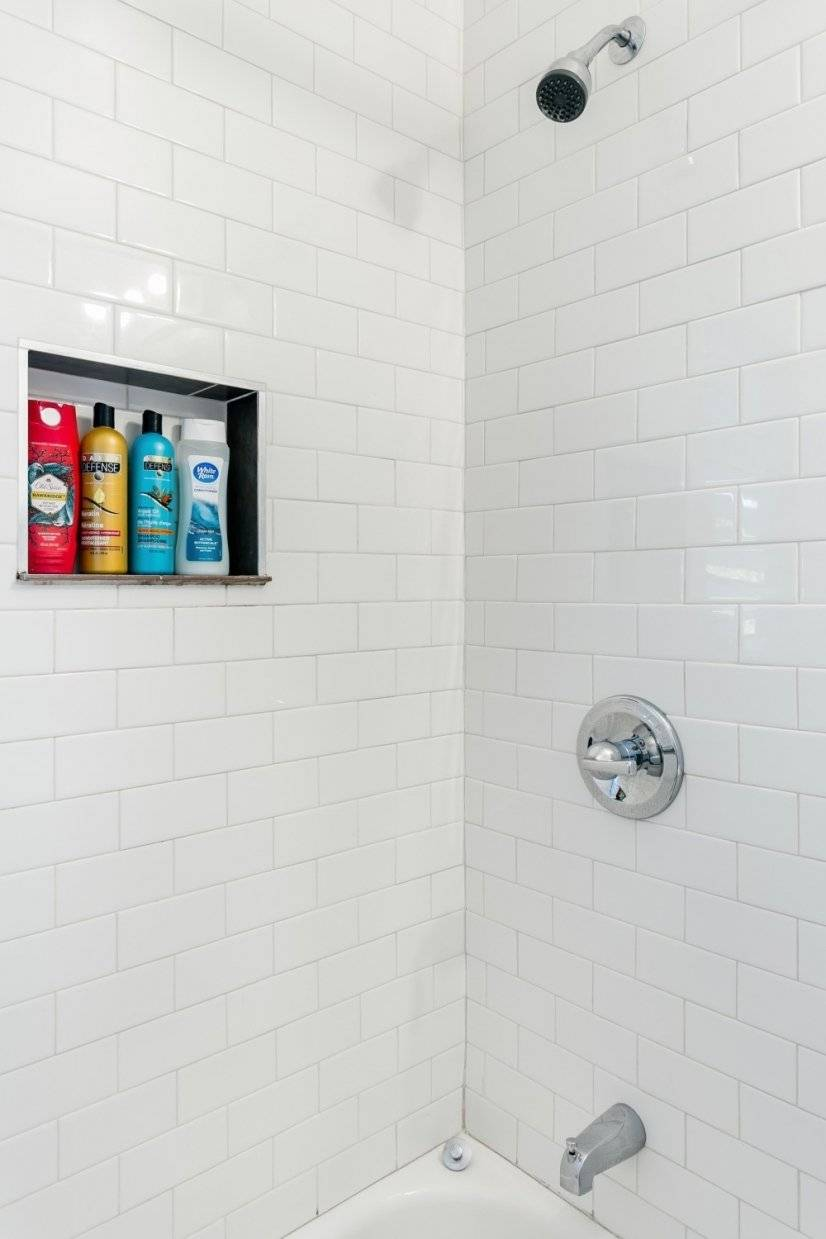 Tub/shower with subway tile walls