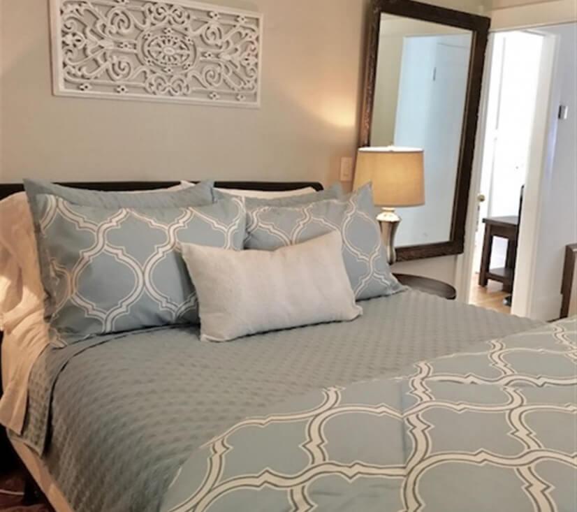 Master Bedroom: Queen