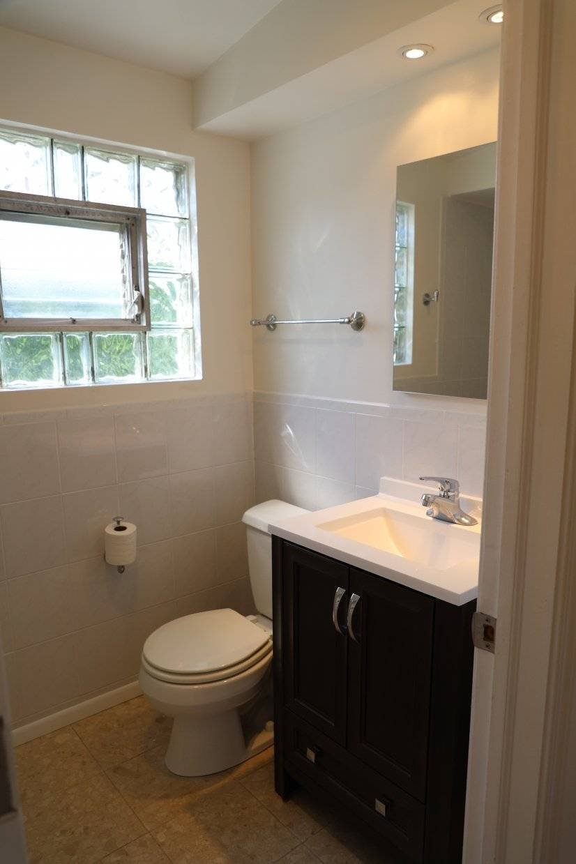Upstairs 4-piece bathroom with tub, shower, toilet and sink.