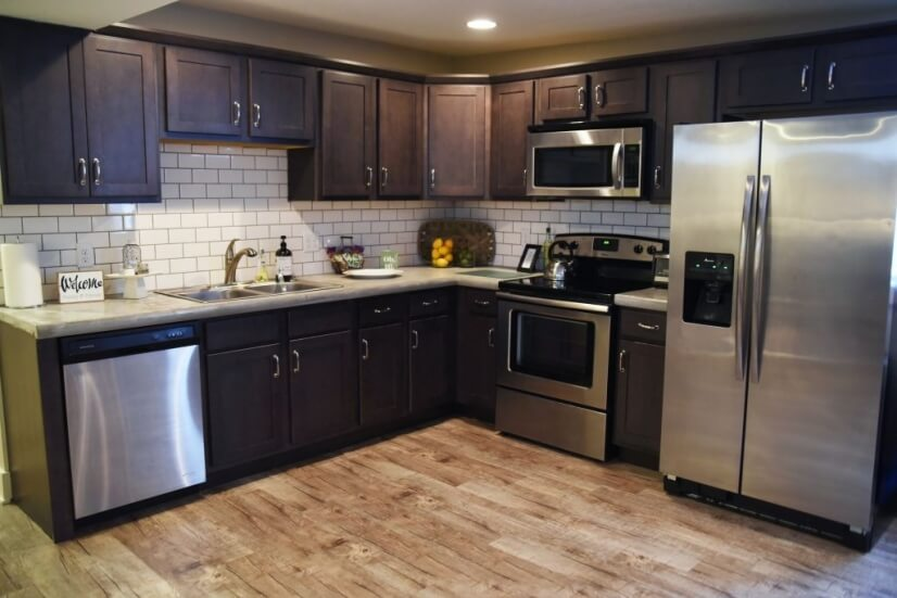 Full kitchen equipped w/ basic appliances, cookware, dishes