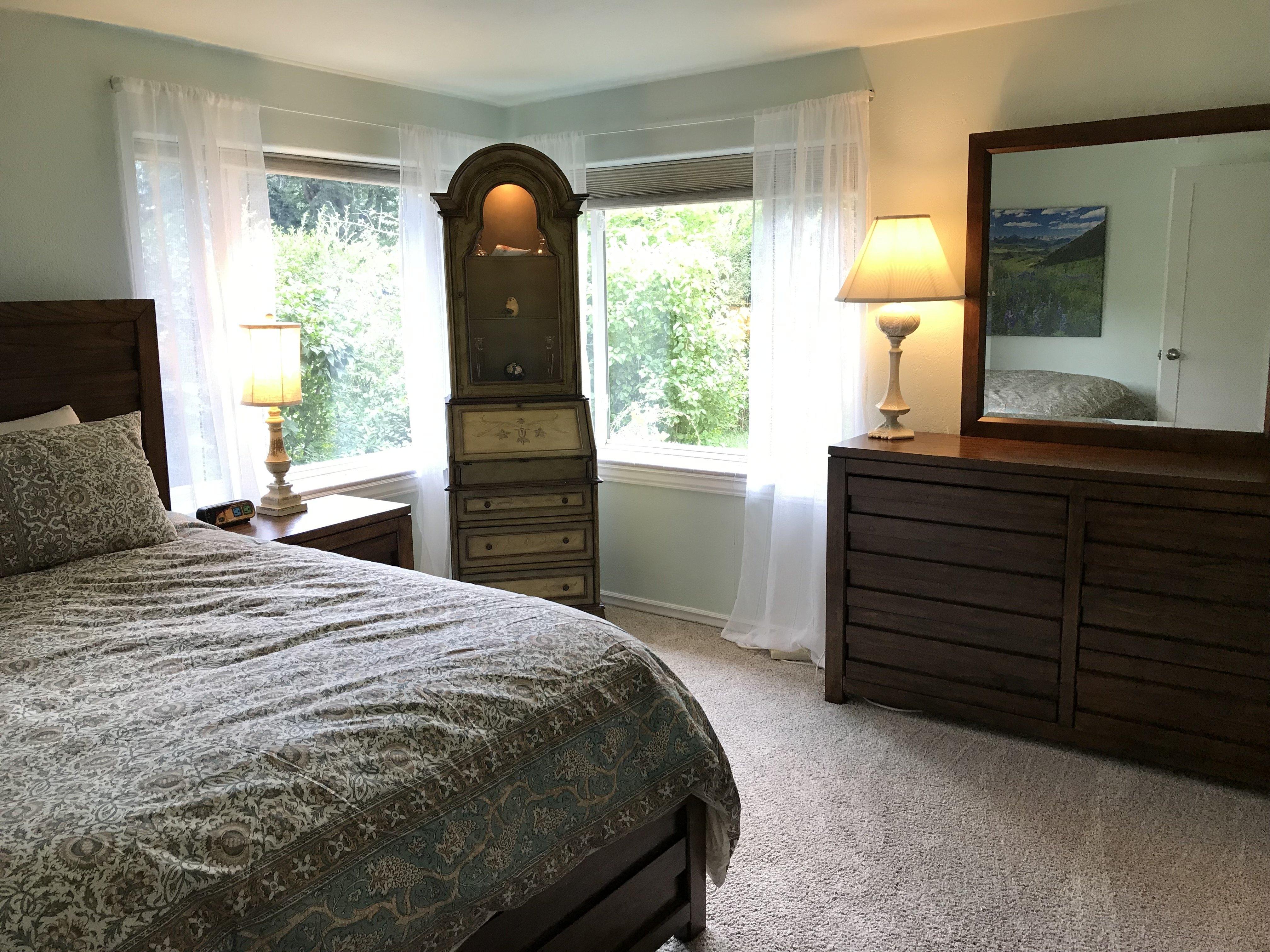 Garden Bedroom:Queen Bed